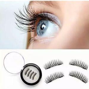 - Magnetic Eye Lashes